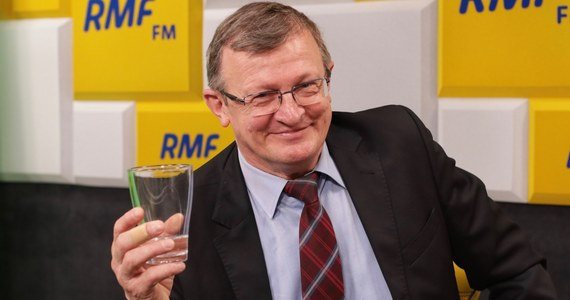 """""""Nie będę się licytował, kto bardziej dotknie, zagra czy obrazi Żyda, bo mamy ten problem. Nie udawajmy Greka – to jest poważny problem. Żydzi, Izrael, mają potężne wpływy na świecie i my jako Polska musimy nie na paluszkach chodzić – nie ma mowy o żadnym oddawaniu majątku Żydom"""" – tak o ustawie 447 mówił w Porannej rozmowie w RMF FM poseł klubu Prawa i Sprawiedliwości Tadeusz Cymański."""