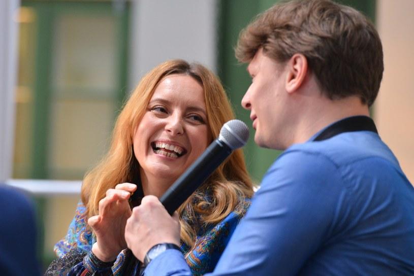 """Zapowiadająca powrót z nową płytą Monika Kuszyńska zaprezentowała nową piosenkę """"Nie ma rady na miłość""""."""