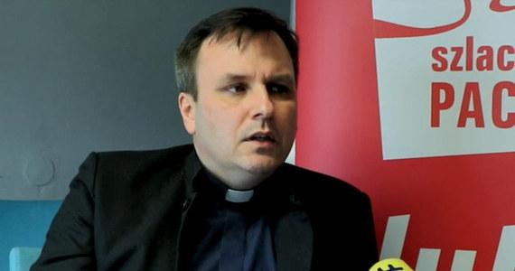 Sąd zdecydował o wykreśleniu księdza Grzegorza Babiarza z Krajowego Rejestru Sądowego z funkcji prezesa Stowarzyszenia Wiosna. To kolejna odsłona w walce o władzę w stowarzyszeniu organizującym akcję Szlachetna Paczka. Od dzisiaj jedyną osobą kierującą Wiosną jest kurator Karol Tatara, krakowski radca prawny. Wprowadzono go na wniosek prokuratury.