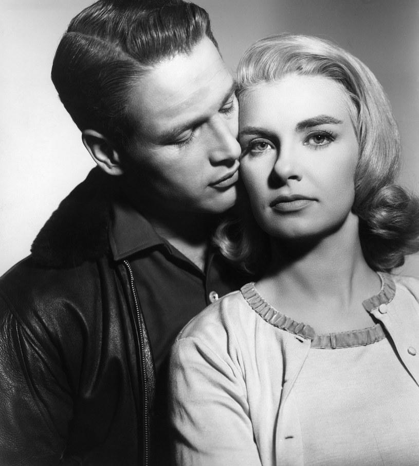"""""""Ktoś, kto tak wygląda, miałby prawo mieć naprawdę paskudny charakter, co najmniej taki, jak Brando"""" - mówiono o Paulu Newmanie w Hollywood. Tymczasem - nic z tych rzeczy. Zabójczo przystojny aktor, posiadacz """"najpiękniejszych niebieskich oczu amerykańskiego kina"""", był całkowitym przeciwieństwem rozkapryszonej gwiazdy. Joanne Woodward zmieniła jego życie."""