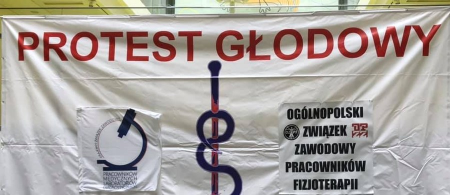 W Warszawie zaczynają się rozmowy fizjoterapeutów z ministrem zdrowia. Protestujący domagają się 1200 złotych netto podwyżki.