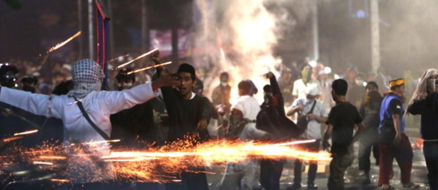 Co najmniej 8 osób zginęło a ponad 700 zostało rannych w zamieszkach w Dżakarcie, w Indonezji. Ich powodem była reelekcja prezydenta Indonezji Joko Widodo. Według policji zatrzymano 257 osób.