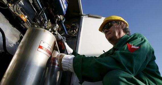 """Przedstawiciele polskich i niemieckich rafinerii rozmawiali w czwartek z Rosjanami w Warszawie nt. wznowienia dostaw ropy rurociągiem """"Przyjaźń"""". Ustalono, że dostawy mogłyby zostać wznowione po 9 czerwca; warunkiem jest przyjęcie reklamacji polskich i niemieckich rafinerii - poinformował PERN. Kolejne rozmowy zaplanowane są na 3 czerwca w Moskwie."""