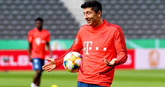 """""""Jestem w Monachium szczęśliwy, znam też plany dotyczące zespołu. Spokojnie czekam na to, co się wydarzy"""" – mówi w wywiadzie z Onetem Robert Lewandowski. Polak ma za sobą zdobycie siódmego w karierze mistrzostwa Niemiec, które przypieczętował tytułem króla strzelców."""