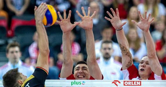 W Gliwicach odbył się, pierwszy w tym sezonie, mecz siatkarskiej reprezentacji Polski. Mistrzowie wrócili do gry w doskonałej formie. Polacy w starciu z Niemcami wygrali 3:0. W pierwszym secie pokonali rywali 25:14, a w drugim 25:20. Trzeci set zakończył się wynikiem 25:16.