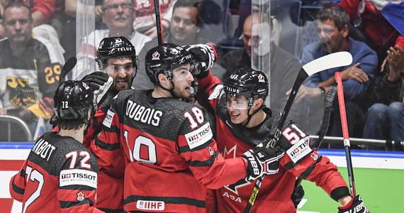 Kanada pokonała w Bratysławie Czechy 5:1 (1:0, 2:0, 2:1) w wieczornym półfinale mistrzostw świata w hokeju na lodzie. W finale zmierzy się z Finlandią, która wygrała wcześniej z Rosją 1:0 (0:0, 0:0, 1:0).