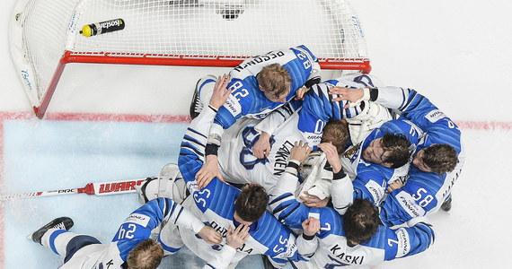 """Zwycięstwo Finlandii w finale mistrzostw świata z faworyzowaną Kanadą 3:1 nazwane zostało w Skandynawii """"nieprawdopodobną bajką o fińskim Kopciuszku"""", """"hokejowym hard rockiem"""" i powrotem romantyzmu do cynicznego i przewidywalnego sportu zawodowego."""