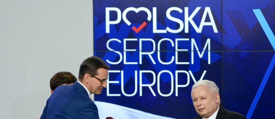 W wyborach do Parlamentu Europejskiego PiS otrzymało 45,57 proc. głosów, Koalicja Europejska - 38,29 proc., Wiosna - 6,04 proc., Konfederacja - 4,55 proc., Kukiz'15 - 3,70 proc., Lewica Razem - 1,24 proc. - wynika z danych PKW przeliczonych z 99,25 proc. obwodowych komisji wyborczych w Polsce. Wyniki te oznaczają, że mandaty w Parlamencie Europejskim uzyskają tylko trzy komitety - PiS, Koalicja Europejska i Wiosna. Średnia frekwencja dla całego kraju wyniosła 45,61 proc.
