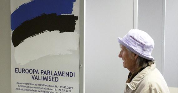 W Estonii w wyborach europejskich - z 26,2 proc. głosów - zwyciężyła liberalna Estońska Partia Reform, która wygrała też ostatnie wybory do krajowego parlamentu. Na Łotwie wygrała prounijna Nowa Jedność, z którą związany jest obecny premier kraju Kriszjanis Karinsz.