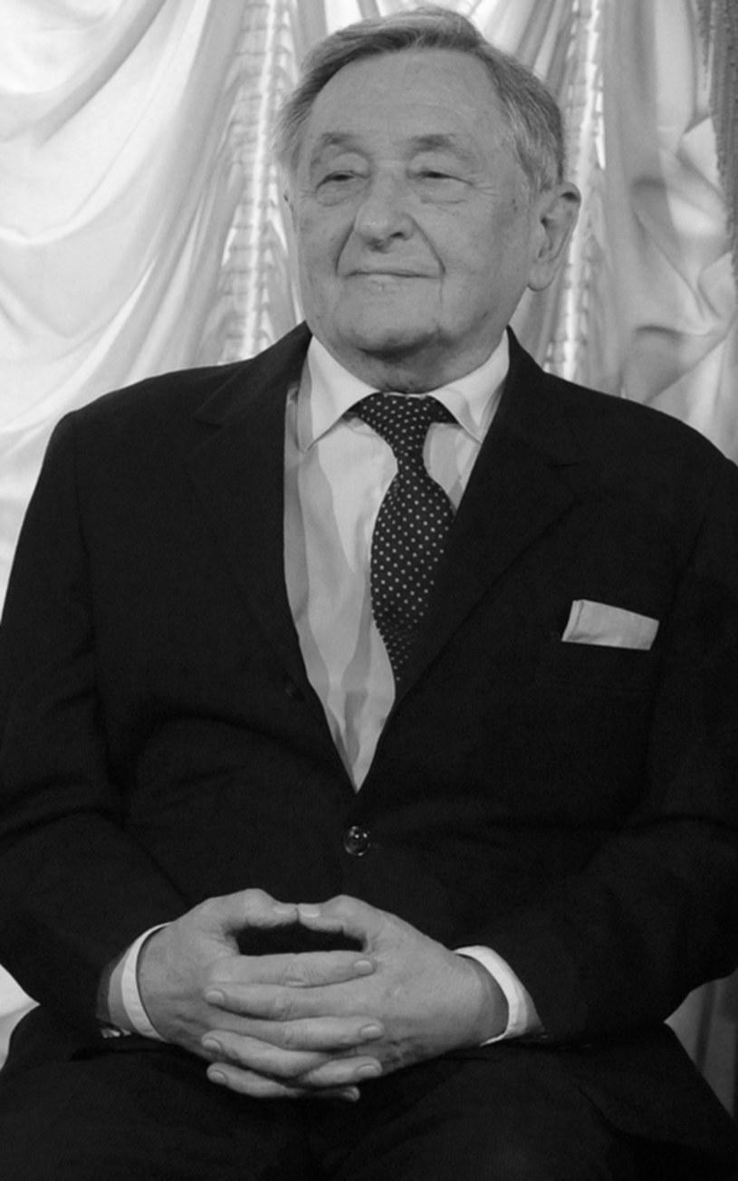 """W wieku 86 lat zmarł Tadeusz Szybowski, emerytowany aktor teatru im. J. Słowackiego - poinformowano na stronie internetowej placówki. Przez 36 lat występów na scenie tego teatru aktor zagrał ponad 70 ról, m.in. w """"Weselu"""" i """"Szklanej menażerii""""."""
