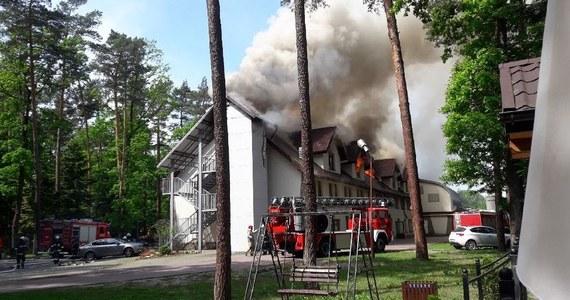 W Chotowej niedaleko Dębicy na Podkarpaciu płonie hotel. W akcji bierze udział 80 strażaków. W pożarze nikt nie został ranny.
