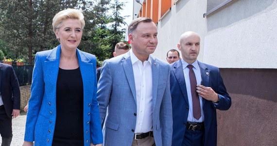 Frekwencja w wyborach do Parlamentu Europejskiego fenomenalnie wysoka, pokazuje, że nasza demokracja się ugruntowuje, pokazuje też dojrzałość naszego społeczeństwa; bardzo dziękuję Polakom za wielką odpowiedzialność, którą na siebie wzięli - oświadczył prezydent Andrzej Duda.