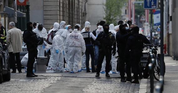 Trzy osoby zostały zatrzymane w związku z podłożeniem w piątek ładunku wybuchowego w centrum Lyonu - poinformowały francuskie władze. W eksplozji rannych zostało 13 osób.