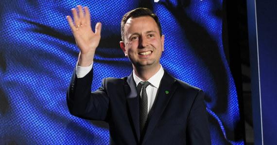"""Lider Polskiego Stronnictwa Ludowego Władysław Kosiniak-Kamysz nie jest zadowolony z wyniku wyborów do Parlamentu Europejskiego. W rozmowie z RMF FM zdradza, co konkretnie nie pasowało mu w kampanii. Mówi także, że jeśli model KE miałby się sprawdzić w wyborach krajowych, to musi być zupełnie inaczej prowadzony. """"Nie można powtarzać tego, co się nie sprawdziło"""" - powiedział szef ludowców."""