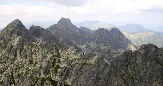 Ratownicy TOPR uratowali dwóch obcokrajowców, którzy utknęli na Kozich Czubach w masywie Koziego Wierchu, przez który wiedzie szlak Orlej Perci. Uchodzi on za najtrudniejszy w polskiej części Tatr.