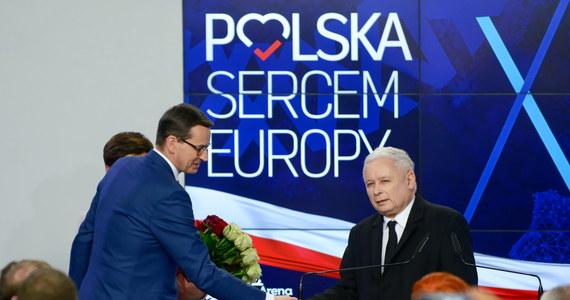 Jest przepis, że w ciągu dwóch tygodni po ogłoszeniu wyników wyborów nowi europarlamentarzyści muszą pozbyć się swoich poprzednich funkcji, to zarysowuje perspektywę czasową - powiedział premier Mateusz Morawiecki odpowiadając na pytanie o termin rekonstrukcji rządu.