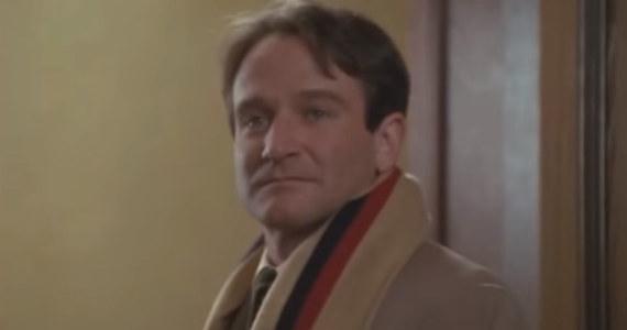 """Dwa dni temu miała miejsce premiera filmu """"Stowarzyszenie Umarłych Poetów"""". Mieliśmy okazję zobaczyć ten obraz! Słowa: """"O kapitanie, mój kapitanie"""" na pewno na długo zagoszczą w naszej głowie. Podobnie jak rewelacyjna rola Robina Williamsa."""