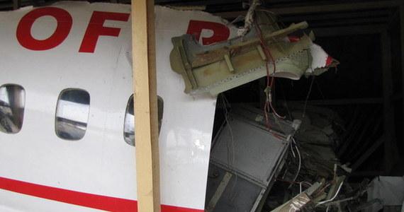 Na lotnisku wojskowym Smoleńsk Północny trwa czwarty dzień czynności procesowych polskich prokuratorów i techników kryminalistycznych. Dokonują oni oględzin elementów konstrukcyjnych wraku samolotu Tu-154M, znajdującego się na terenie lotniska.