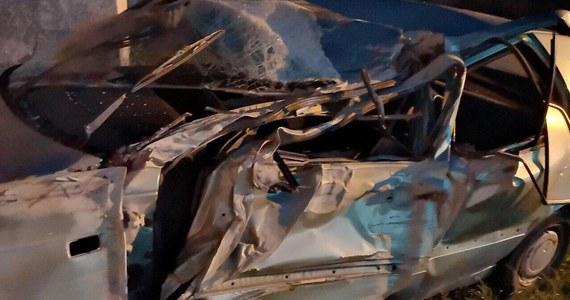 Jedna osoba została ranna po pościgu, który zakończył się wypadkiem w miejscowości Makowice na Dolnym Śląsku.