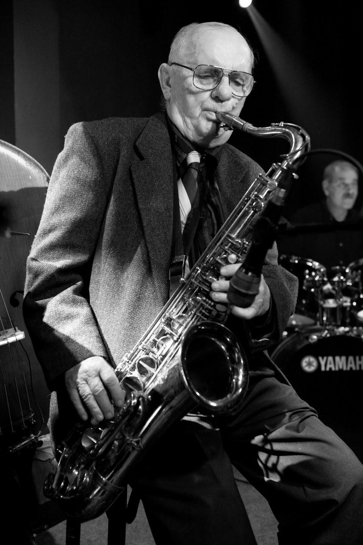 """29 maja w wieku 86 lat zmarł nazywany """"królem polskiego swingu"""" saksofonista i klarnecista Jerzy Tatarak."""