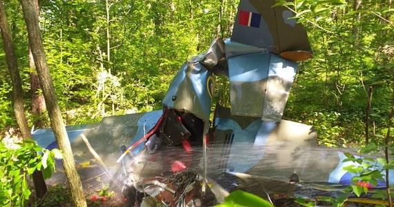 Zabytkowy samolot  z okresu II wojny światowej - stylizowany na brytyjski myśliwiec Spitfire - rozbił się w lesie w Napoleonie w pobliżu Kłobucka w Śląskiem. Maszyna pochodziła z pobliskiego prywatnego muzeum Dywizjonu 303. Pilot zginął na miejscu.