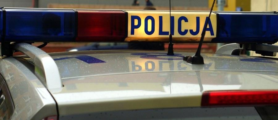 5 lat więzienia grozi 17-latkowi, który uciekając przed policją uderzył w bramę, a następnie w mur kościoła w Makowicach na Dolnym Śląsku. Mężczyzna nie miał prawa jazdy.