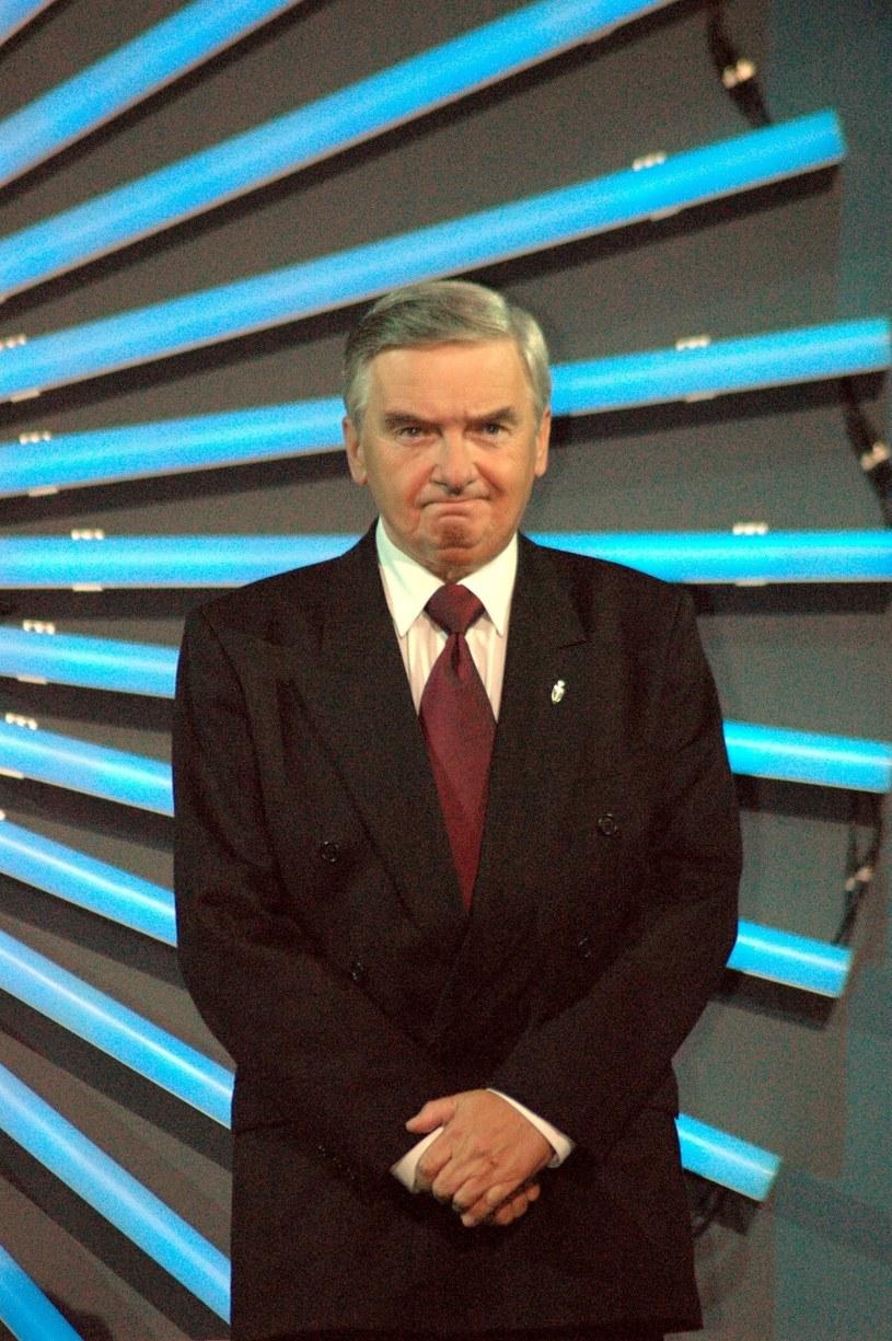 Celowo mam minę niezbyt mądrego urzędnika. Chodzi oto, by nie stresować zawodników inie sugerować odpowiedzi - mówi Tadeusz Sznuk. Ta strategia sprawdza się od 1994 roku.