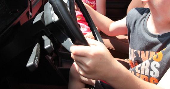 Rodzinna tragedia w miejscowości Czółna w gminie Niedrzwica pod Lublinem. 6-letnia dziewczynka samochodem osobowym potrąciła babcię. Kobieta mimo reanimacji zmarła.