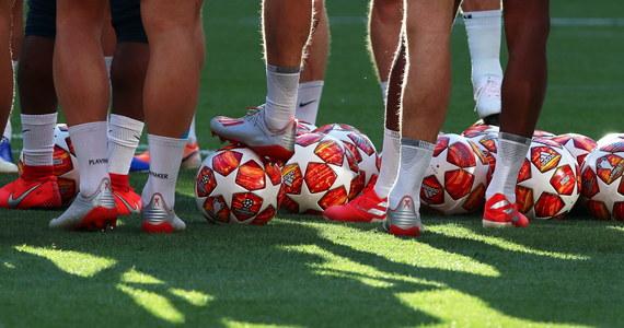Hiszpańska policja śledztwem w sprawie ustawiania meczów piłkarskich objęła 21 osób ze świata sportu, w tym m.in. aktualnie występujących w pierwszej i drugiej lidze piłkarzy oraz działaczy klubowych - ujawniły w piątek media w Hiszpanii.
