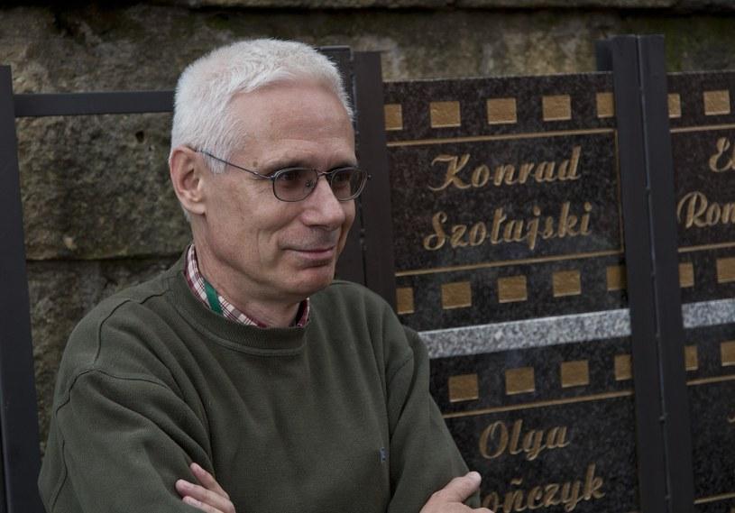 """Konrad Szołajski, którego film """"Dobra zmiana"""" nie znalazł się w programie Krakowskiego Festiwalu Filmowego, zarzucał jego organizatorom cenzurę. Ci w odpowiedzi wystosowali oświadczenie, w którym tłumaczą swoją decyzję."""