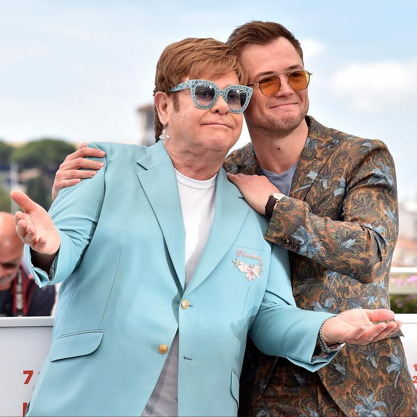 """""""Rocketman"""", biografia Eltona Johna, wejdzie do rosyjskich kin w okrojonej wersji. Tamtejszy dystrybutor pozbawił jej scen gejowskiego seksu i pocałunków. Decyzja ta spotkała się ze stanowczą reakcją piosenkarza oraz twórców filmu."""