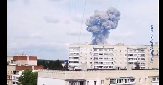 W wyniku sobotnich eksplozji w fabryce materiałów wybuchowych w Dzierżyńsku w europejskiej części Rosji rannych zostało 89 osób, a 16 z nich przebywa w szpitalu - poinformował rosyjski resort zdrowia. Według władz miasta fala uderzeniowa uszkodziła ok. 200 budynków.