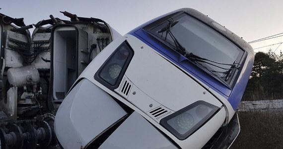 Co najmniej 20 osób zostało rannych w sobotę w japońskim mieście Jokohama, kiedy autonomiczny pociąg zaczął jechać w złym kierunku i uderzył w kozioł oporowy - poinformowała miejscowa straż pożarna.