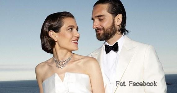 Charlotte Casiraghi, córka księżniczki Monako Karoliny i wnuczka księżnej Grace, poślubiła w sobotę francuskiego producenta filmowego Dimitriego Rassama - ogłosił na Facebooku pałac królewski.