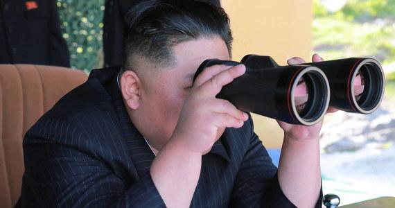 """Jeden z najważniejszych urzędników Korei Północnej Kim Jong Czul, który według południowokoreańskiej prasy miał zostać zesłany do obozu pracy, pojawił się publicznie w towarzystwie Kim Dzong Una - wynika z informacji północnokoreańskiego dziennika """"Rodong Sinmun""""."""