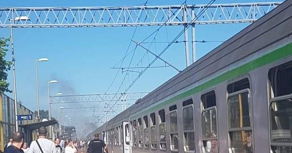 Awaria pociągu TLK Zosia w Żyrardowie. W jednym z wagonów składu jadącego z Warszawy Wschodniej do Łodzi Fabrycznej zapaliły się klocki hamulcowe.