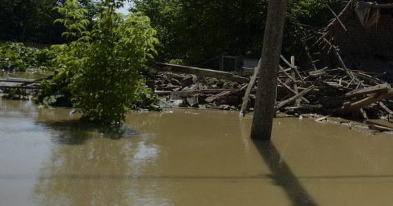 Alarm powodziowy obowiązuje w 15 z 28 regionów Bułgarii. Ulewne deszcze i burze w ostatnich dniach spowodowały powodzie, w środkowej części kraju rzeki wyszły z brzegów, uszkodzona jest infrastruktura drogowa.
