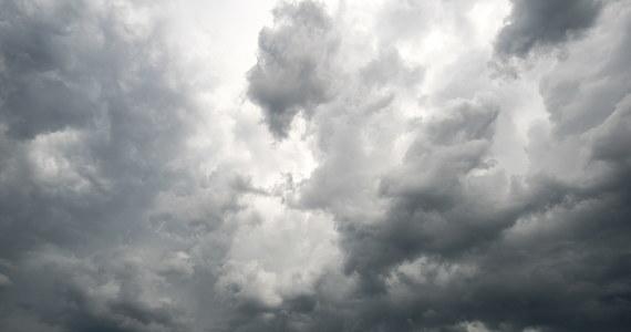 Ponad 40 tys. uderzeń piorunów odnotowano w Bułgarii w ciągu ostatnich 48 godzin - poinformował  komercyjny kanał telewizyjny BTV. Przeciętna norma dla czerwca – miesiąca, w którym zwykle występują liczne ulewy i burze - to 18 tys. piorunów.