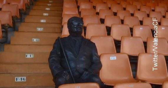 W niecodzienny sposób klub hiszpańskiej ekstraklasy piłkarskiej FC Valencia uhonorował niewidomego kibica Vicente Navarro. Wystawił mu na Estaduio de Mestalla pomnik z brązu.