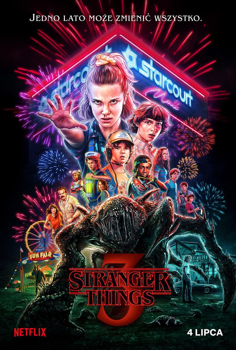 """Pojawił się właśnie oficjalny plakat trzeciego sezonu popularnego serialu """"Stranger Things"""". Widzowie Netflix obejrzą produkcję już 4 lipca."""