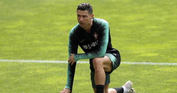 """Koniec problemów Cristiano Ronaldo? Jak podaje """"Bloomberg"""", Kathryn Mayorga, która oskarżała Portugalczyka o gwałt, dobrowolnie wycofała pozew przeciwko piłkarzowi."""
