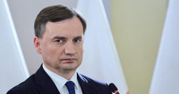 """""""Ze strony prokuratury mogę powiedzieć, że uczynimy wszystko, żeby wyrok dla Gruzina Mamuki K., podejrzanego o zabójstwo w Łodzi Pauliny D., był najsurowszy z możliwych"""" - zapowiedział w środę prokurator generalny, minister sprawiedliwości Zbigniew Ziobro. Poinformował też, że zarzut wobec Gruzina będzie dotyczyć zabójstwa ze szczególnym okrucieństwem."""