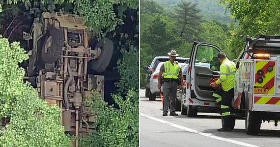Jeden kadet zginął, a 20 zostało rannych w wypadku, do którego doszło w słynnej amerykańskiej akademii wojskowej West Point - zakomunikowały władze tej uczelni.