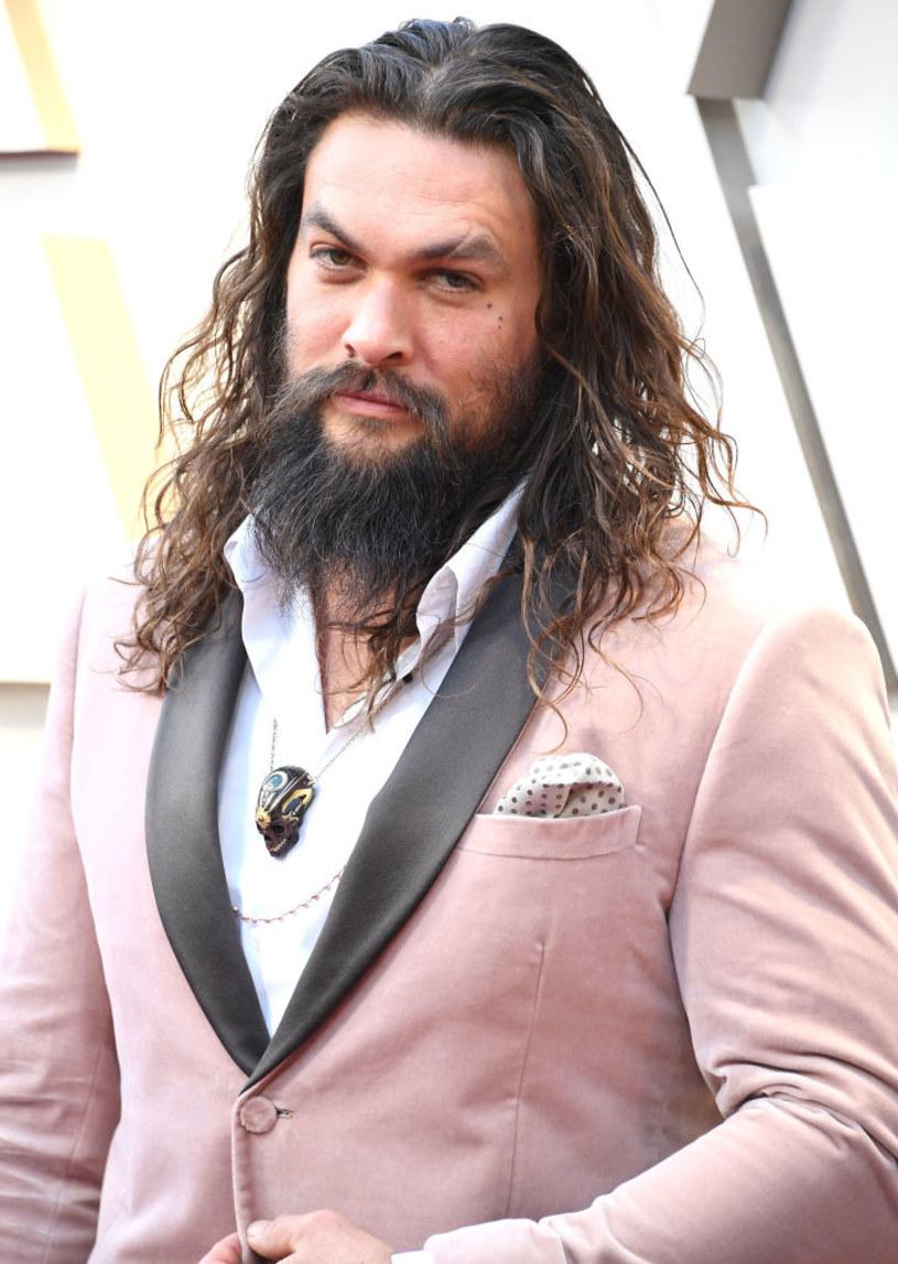 """Postawny aktor, który zasłynął rolą Khala Drogo w """"Grze o tron"""", pochwalił w Instagramie tych, którzy w Bristolu obalili pomnik Edwarda Colstona i wrzucili go do rzeki Avon. """"Rozwalcie je wszystkie, wszędzie"""", zaapelował do blisko 15 milionów osób, które obserwują go w tym medium."""