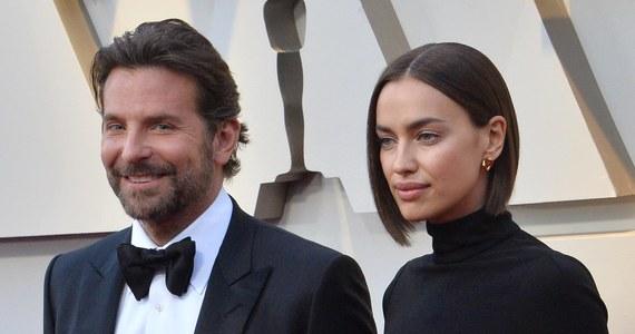 """To już oficjalne. Bradley Cooper i Irina Shayk rozstali się po czterech latach związku – pisze magazyn """"People"""". Para zaczęła się spotykać w 2015 roku. Mają 2-letnią córkę Leę De Siene."""