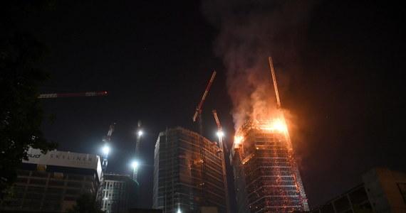 Strażakom udało się zlokalizować i opanować pożar na budowie wieżowca The Warsaw Hub. Akcja dogaszania i dozorowania może potrwać ok.12 godzin.