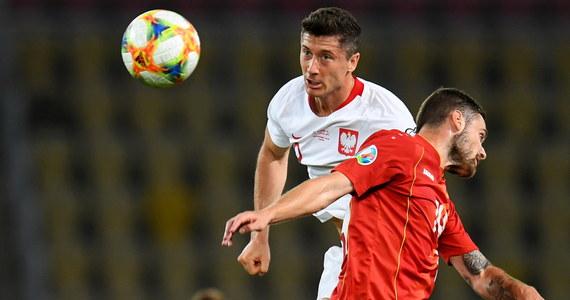 """""""Ta bramka dobrze pokazuje, jaki to był mecz"""" - tak Robert Lewandowski skomentował dość przypadkowego gola Krzysztofa Piątka w pojedynku biało-czerwonych z Macedonią Północną w eliminacjach Euro 2020 - i samo spotkanie. Kapitan kadry miał po meczu pewne zastrzeżenia do ustawienia zespołu. """"Grając jednym napastnikiem, ciężej jest nam utrzymać się przy piłce i zagrać do przodu, szczególnie, jeżeli rywale grają w ustawieniu z trzema środkowymi obrońcami. Wówczas trudniej jest coś wykreować w ofensywie"""" - stwierdził."""