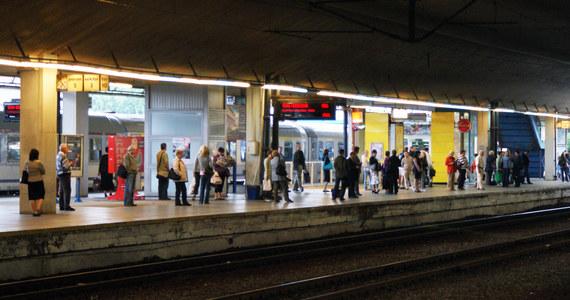 Od niedzieli na kolei zaczęła obowiązywać wakacyjna korekta rozkładu jazdy. Pociągi dalekobieżne wróciły m.in. na modernizowaną linię z Warszawy do Poznania. Skróci się czas podróży koleją na niektórych trasach - zapewniają PKP Polskie Linie Kolejowe.