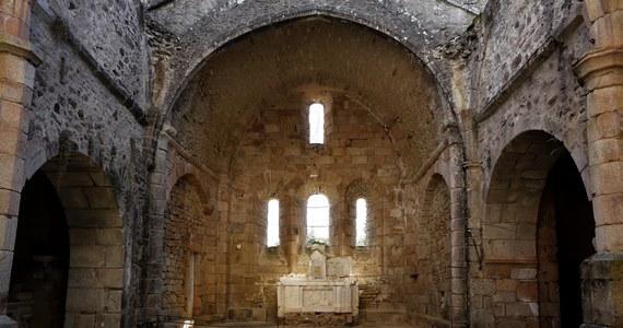Wybuchła polemika wokół remontu znanych na całym świecie ruin kościoła we francuskiej miejscowości Oradour-sur-Glane. Stał się on symbolem okrucieństwa hitlerowców, którzy 75 lat temu w bestialski sposób zabili tam 350 kobiet i dzieci. Okoliczni mieszkańcy i organizacje społeczne obawiają się, że remont zatrze ślady masakry.