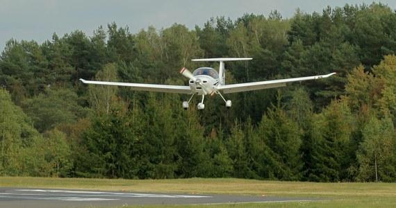 Na lotnisku w Modlinie rozbił się mały samolot szkoleniowy - dowiedział się dziennikarz RMF FM.